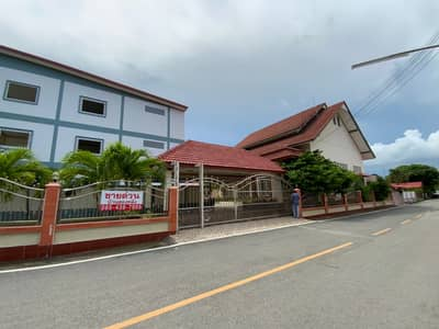 4 Bedroom Home for Sale in Sattahip, Chonburi - House for sale with land, 4 booths commercial building, prime location, next to 331 road, near Sirikit Hospital.