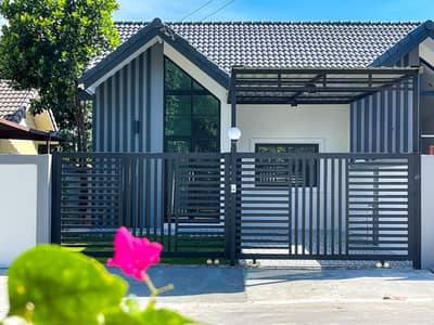 3 Bedroom Townhouse for Sale in Bang Lamung, Chonburi - New townhome for sale in Pattaya, 30 square meters.