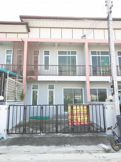2 Bedroom Townhouse for Sale in Lat Bua Luang, Ayutthaya - 2 storey townhome for sale with air conditioner, cost price 1.29 million baht, Lat Bua Luang Golden Land project.